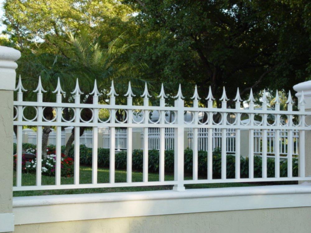 21. Mẫu hàng rào màu trắng