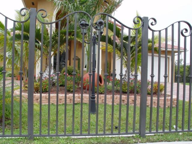 11. Mẫu hàng rào biệt thự đẹp