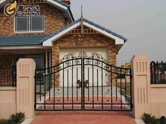 nhung-mau-cong-sat-dep-11 Các mẫu cổng sắt đẹp cho việc xây nhà mới