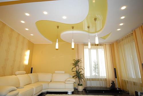3. Mẫu trần thạch cao phòng khách này thể hiện một sự đơn giản phù hợp cho các phòng khách rộng cũng nhưgia chủ không cầu kỳ trong thiết kế.