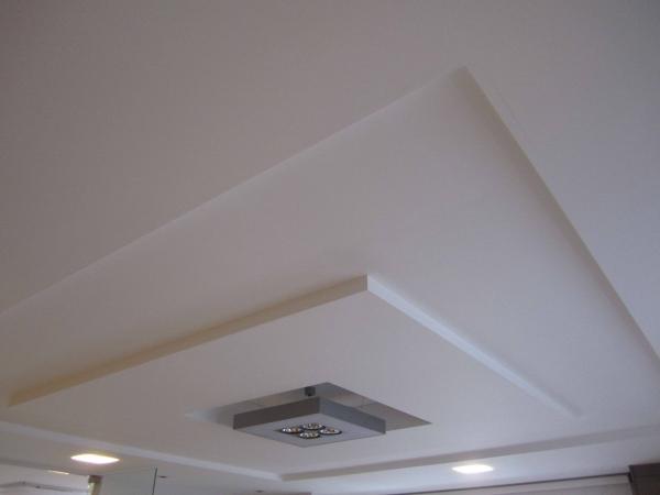 17. Mẫu trần nhà phòng khách đơn giản