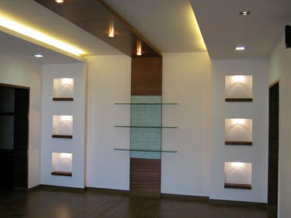 22. Trần thạch cao phòng khách kết hợp với vách trang trí