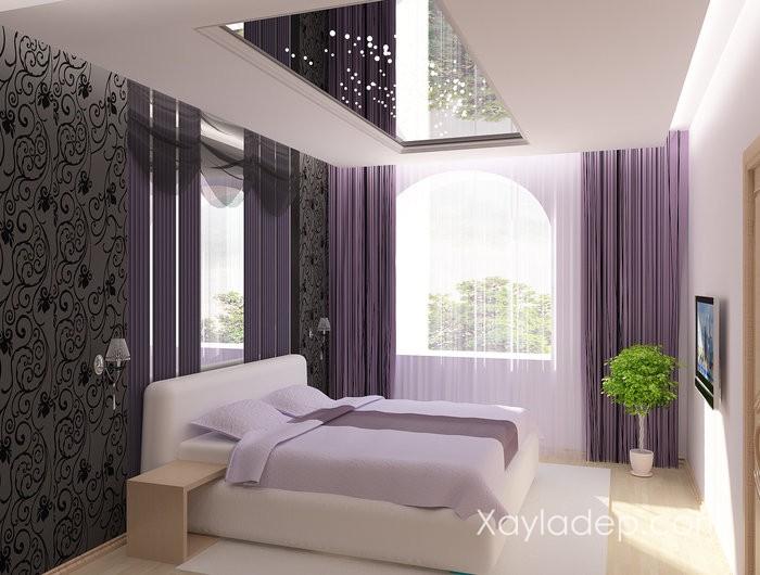 Phòng ngủ với gam màu tím nhạt lãng mạn và có ban công lấy sáng.