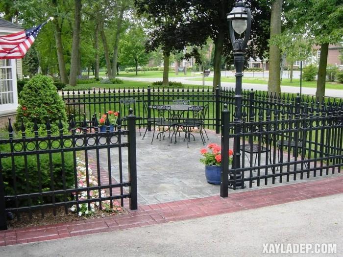 Hình 13: mẫu hàng rào sắt