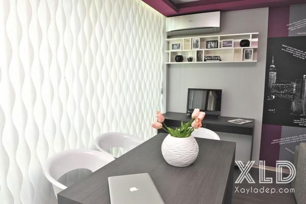 Thiết kế nội thất chung cư này gắn liền với sắc màu xám. Phía bức tường tiếp giáp với bên ngoài thay vì sử dụng các bức rèm để che chắn, các nhà thiết kế nội thất đã sử dụng thiết kế đặc biết vừa có thể ngăn cho bên ngoài không thể nhìn vào bên trong mà vẫn có đầy đủ ánh sáng