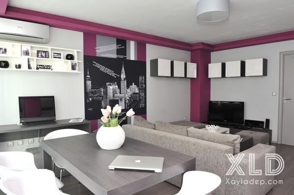 Thiết kế nội thất phòng khách của căn hộ chung cư này này mang 1 vẻ đẹp hiện đại và đơn giản. Các bạn có thể nhận thấy tuy với 1 phòng khách nhỏ nhưng các nhà thiết kế đã bố trí đến 2 khu vực bàn ghế.