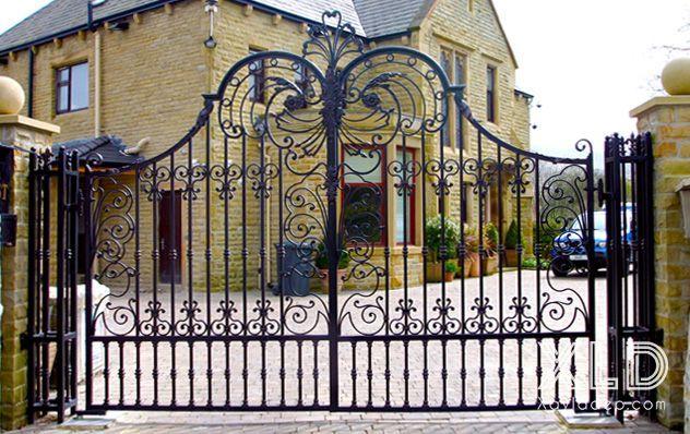 Độ bền lên đến hàng trăm năm sẽ giúp các cánh cổng này trường tồn cùng thời gian