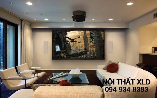 Lắp đặt một màn hình lớn trong phòng khách