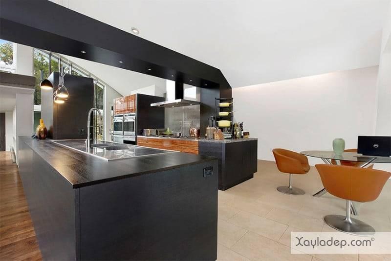 phong-bep-voi-go-va-mau-den-14 22 Mẫu thiết kế phòng bếp ấn tượng kết hợp giữa gỗ và gam màu đen
