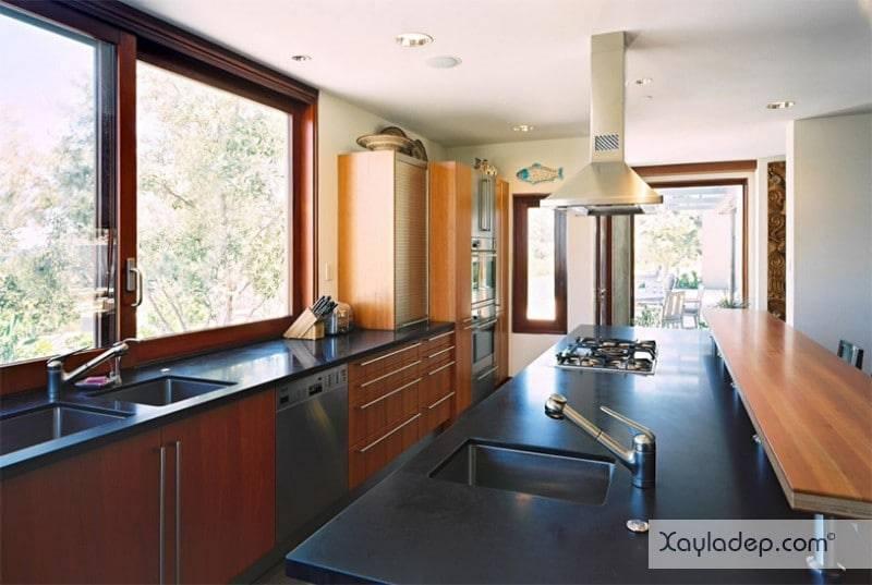 phong-bep-voi-go-va-mau-den-4 22 Mẫu thiết kế phòng bếp ấn tượng kết hợp giữa gỗ và gam màu đen