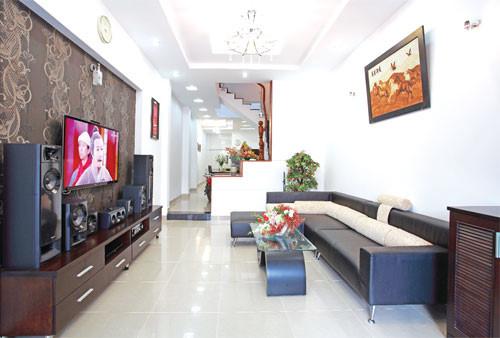 Một giải pháp tối ưu để trang trí phòng khách hợp phong thủy cho các căn nhà phố chật hẹp