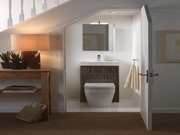 , Nên thiết kế phòng vệ sinh dưới gầm cầu thang như thế nào, Nhà đẹp