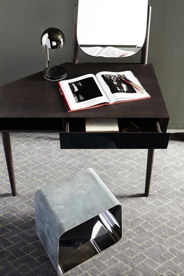 ban-trang-diem-2 15 Mẫu bàn trang điểm hiện đại với thiết kế đơn giản nhưng tinh tế