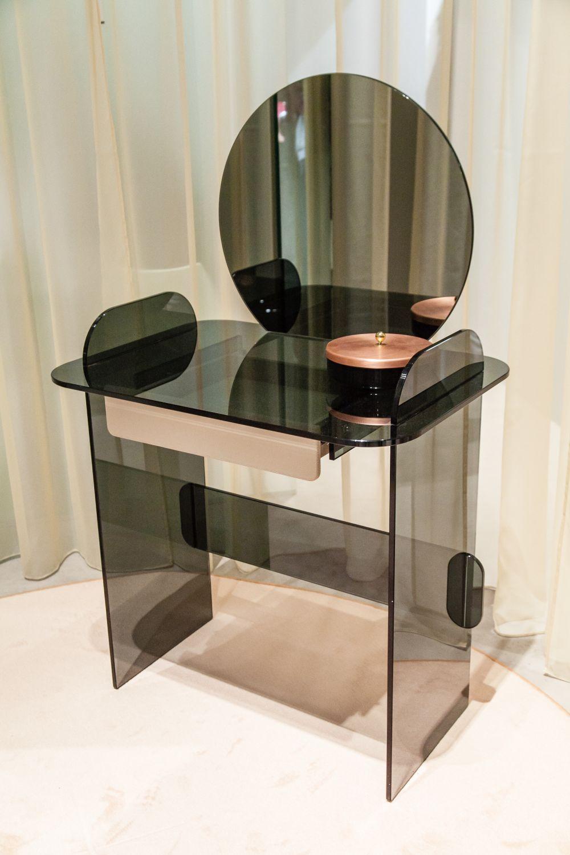 ban-trang-diem-6 15 Mẫu bàn trang điểm hiện đại với thiết kế đơn giản nhưng tinh tế