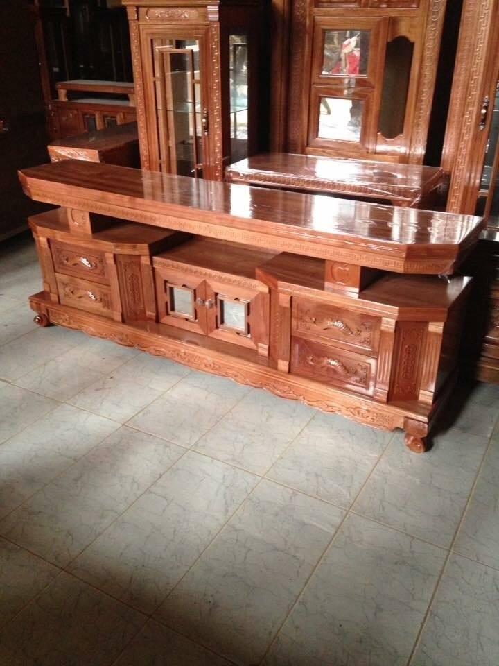 4 | Mẫu kệ tivi gỗ hương sang trọng