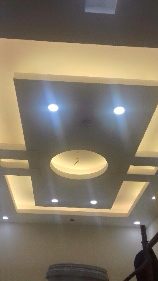 20. Mẫu trần phòng khách nhà ống