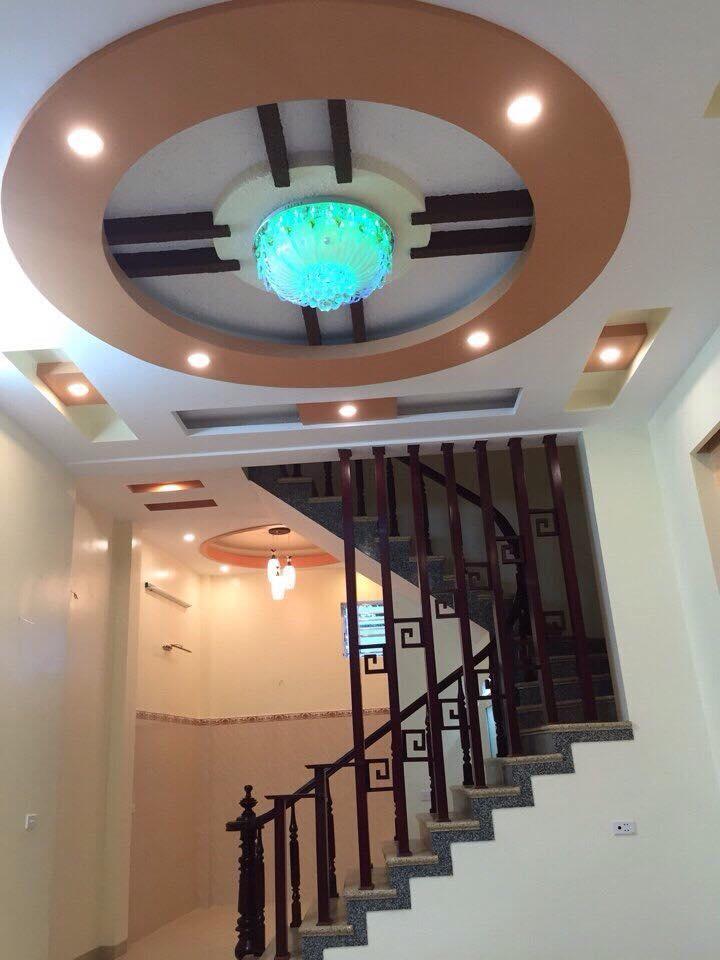 23. Thiết kế trần thạch cao phòng khách nhà ống 2017