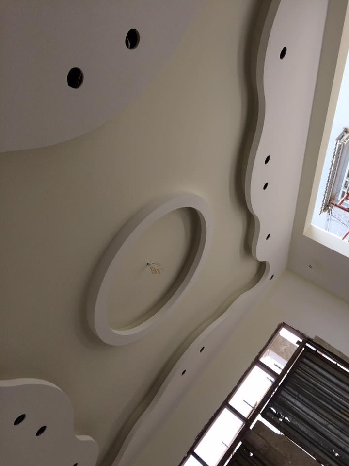 3. Thiết kế trần phòng khách mềm mại