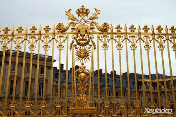 9 | Hàng rào đẹp đơn giản cho các căn biệt thự sang trọng
