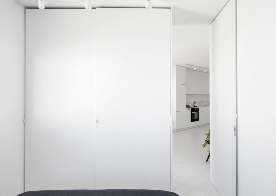 3 | Căn hộ 42m2 tone màu trắng