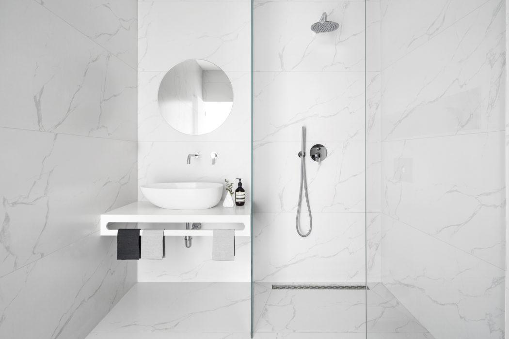 7 | Phòng tắm nhỏ và đơn giản