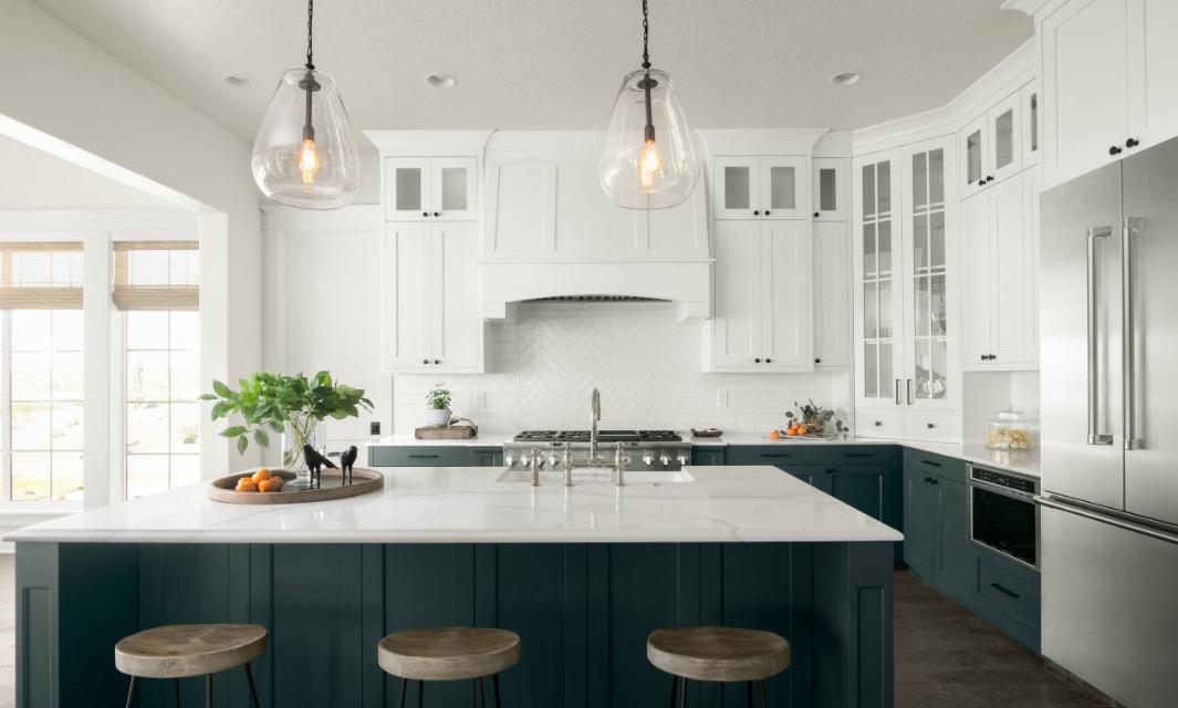 tủ bếp 2 tông màu, Mọi thứ bạn cần biết về xu hướng thiết kế tủ bếp 2 tông màu, Nhà đẹp