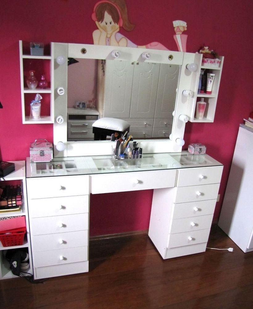 9 | Mẫu bàn trang điểm nhiều ngăn có gương và đèn