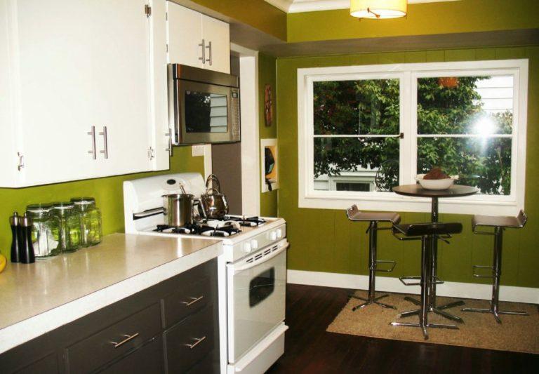 Tủ bếp có phù hợp với sàn gỗ tự nhiên hay không?