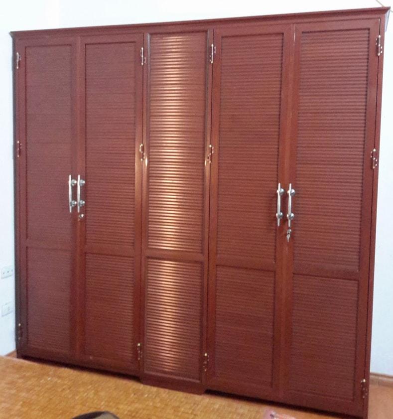 1. Mẫu tủ quần áo nhôm giả gỗ