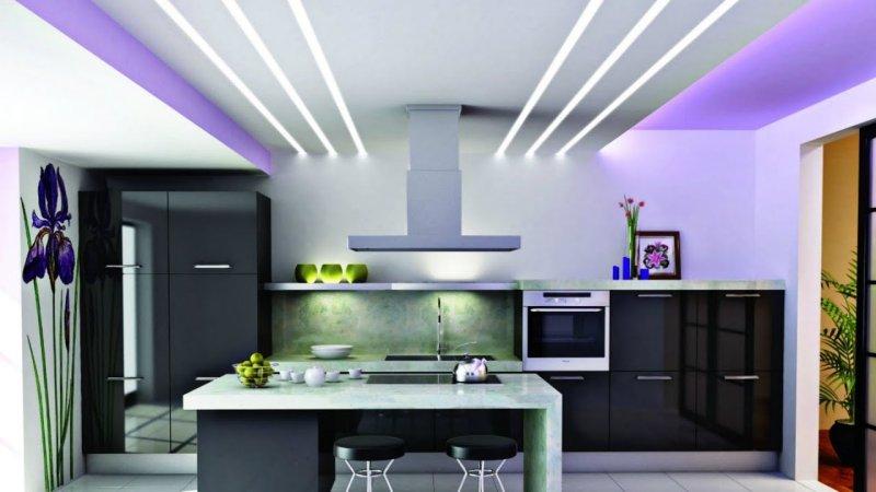 Mẫu trần thạch cao hiện đại với ánh sáng đèn hắt và một chút màu tím nổi bật