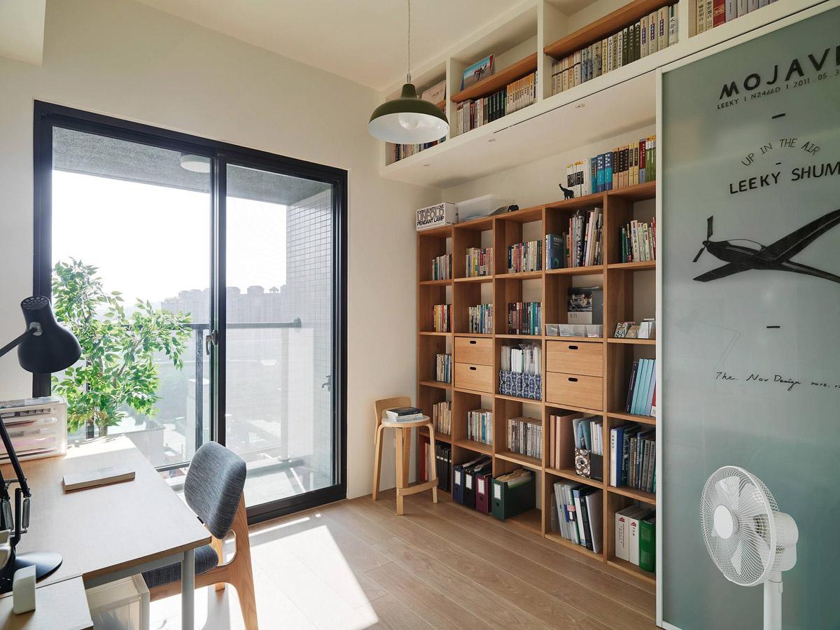 Mẫu thiết kế nội thất chung cư 100m2 2 phòng ngủ phong cách Nhật Bản. Phòng làm việc