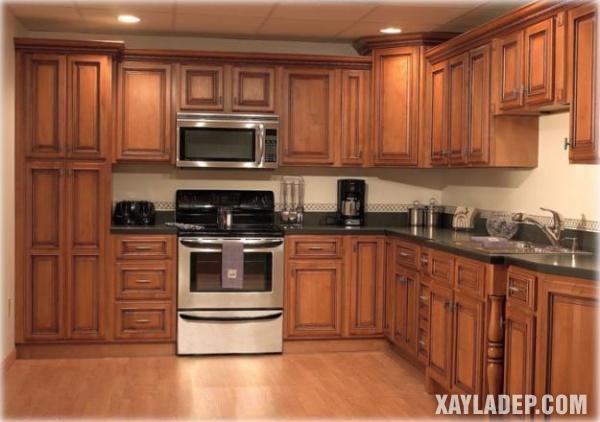 Mẫu tủ bếp gỗ tự nhiên theo phong cách cổ điển
