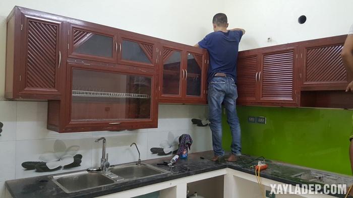 Hình 3: tủ bếp nhôm kính sơn tĩnh điện