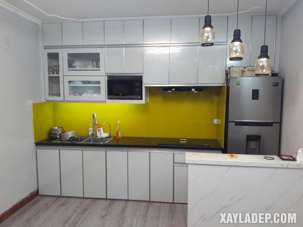 Tủ bếp nhôm kính cao cấp sử dụng nhôm kệ cánh kính