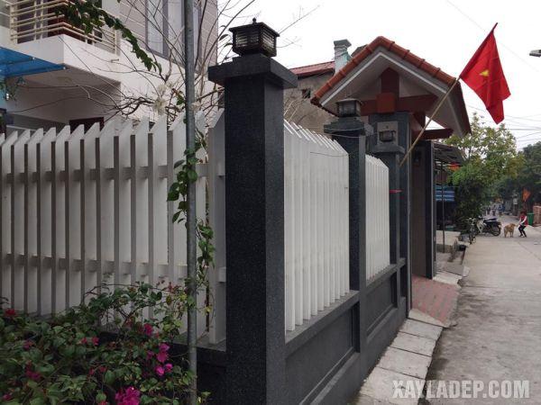 Một mẫu hàng rào đẹp phải là sự kết hợp hài hòa của cả cổng nhà lẫn hàng rào