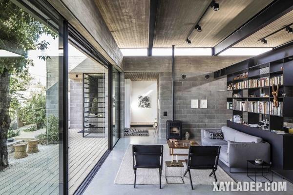 Phòng khách hiện đại trong ngôi nhà hiện đại tại Israel với trần bê tông