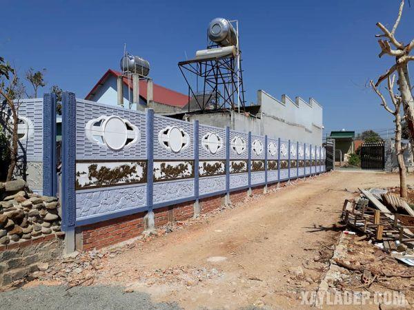 Phối màu là điểm đặc biệt quan trọng khi sử dụng hàng rào bê tông.
