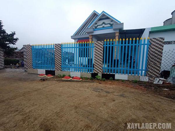 mẫu hàng rào sắt hộp đẹp được sơn màu xanh lam