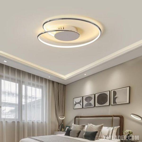 mẫu trần thạch cao phòng ngủ 12m2 với đèn chùm ốp trần hiện đại