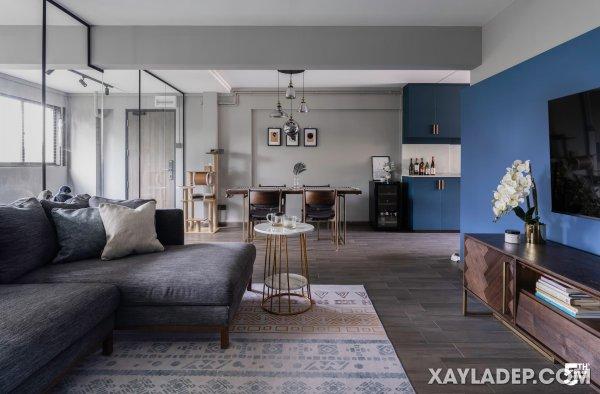 gạch vân gỗ đã được sử dụng trong toàn bộ căn hộ không gian mở này.