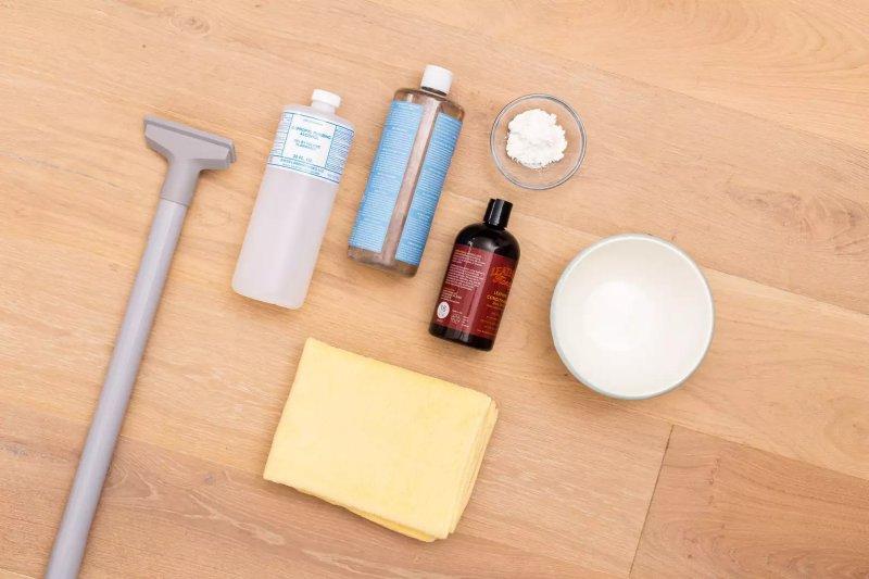 Vật liệu và dụng cụ để làm sạch ghế da