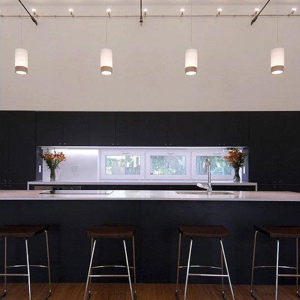 20 Ý tưởng trang trí đèn rọi ray (track light) cho phòng bếp hiện đại den roi ray phong bep 11