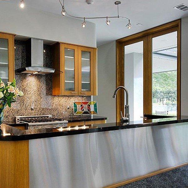 20 Ý tưởng trang trí đèn rọi ray (track light) cho phòng bếp hiện đại den roi ray phong bep 9