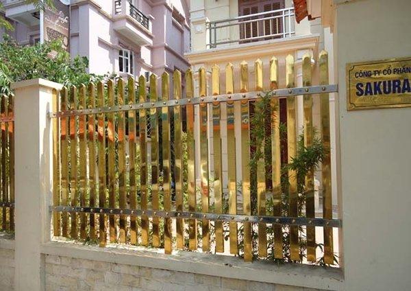 Các mẫu hàng rào inox màu mạ đồng đẹp