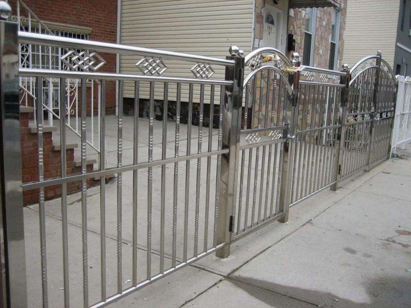 các mẫu hàng rào inox đẹp đơn giản bằng inox ống tròn 304