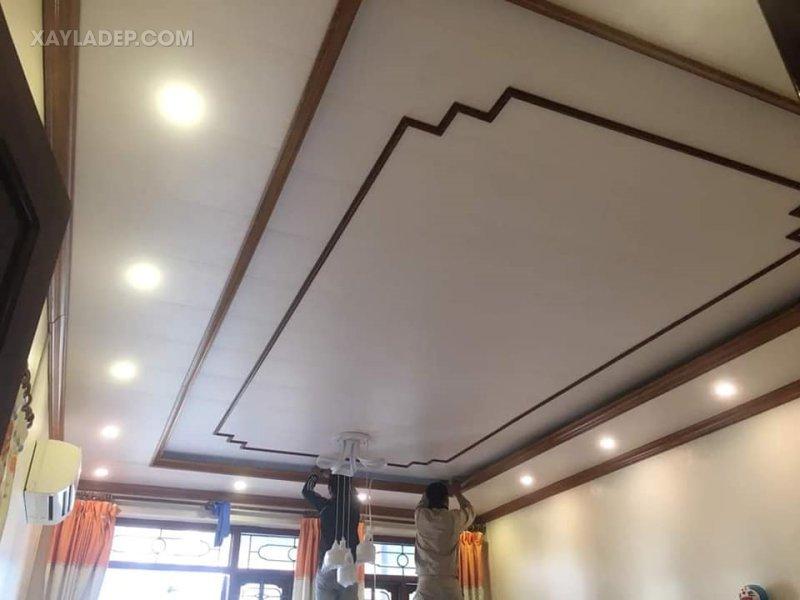 Mẫu trần nhựa đẹp cho phòng khách nhà ống