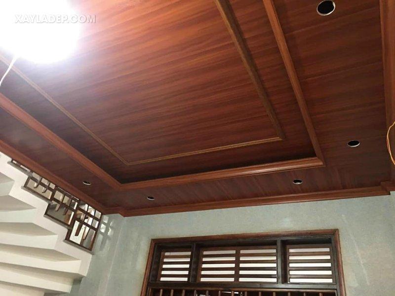 Mẫu trần nhựa vân gỗ cho phòng khách 15m2