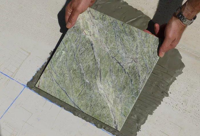 Đặt lát đá cẩm thạch