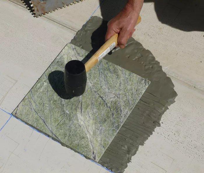 Gõ gạch bằng búa cao su