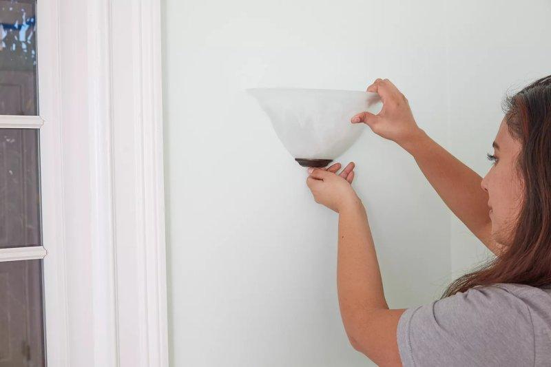 Loại bỏ các thiết bị chiếu sáng trước khi sơn